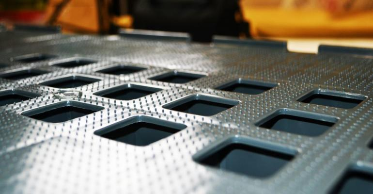 Anti-slip dimpled pallets launched by Exporta